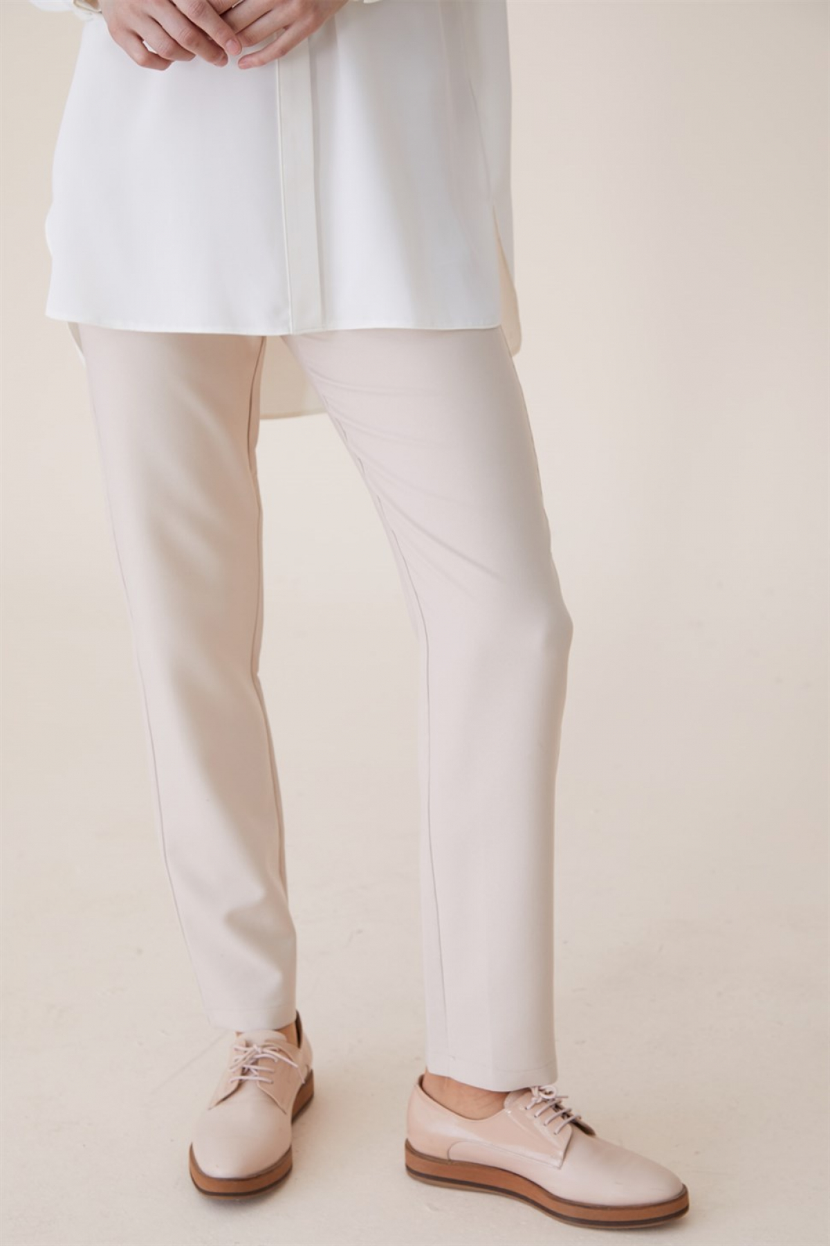 Armine Women's Short Trousers - 9Y8026 Beige